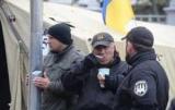 Протестувати під Радою продовжують кілька десятків людей