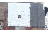 Очі в стіні. У Києві утепленням зіпсували панно на фасаді будинку