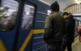 Одна з гілок київського метро призупинила роботу: на рейки впав чоловік -ТВ