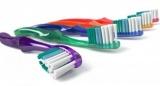 Нужно ли мочить зубную щетку перед тем как почистить зубы?