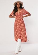 Червоно-біле плаття: фото та опис